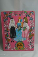 028 - Barbie vintage carry cases