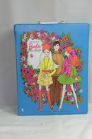 029 - Barbie vintage carry cases