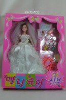 033 - Barbie doll playline - several dolls