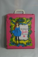 037 - Barbie vintage carry cases