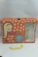 284 - Barbie vintage carry cases